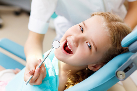 child at the dentist for teeth grinding